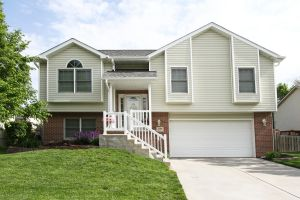 Move-In Ready Split Foyer in SW Lincoln